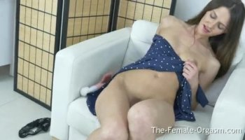 Chick with cumhole gets her hole hammered hard